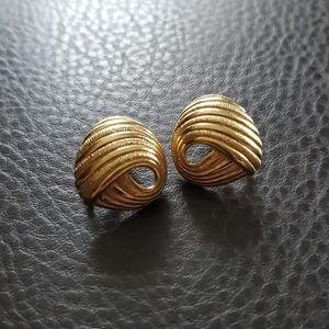 VTG Crown Trifari clip on earrings